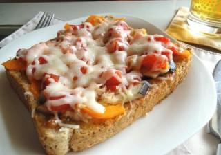 朝食に♪野菜たっぷりトースト