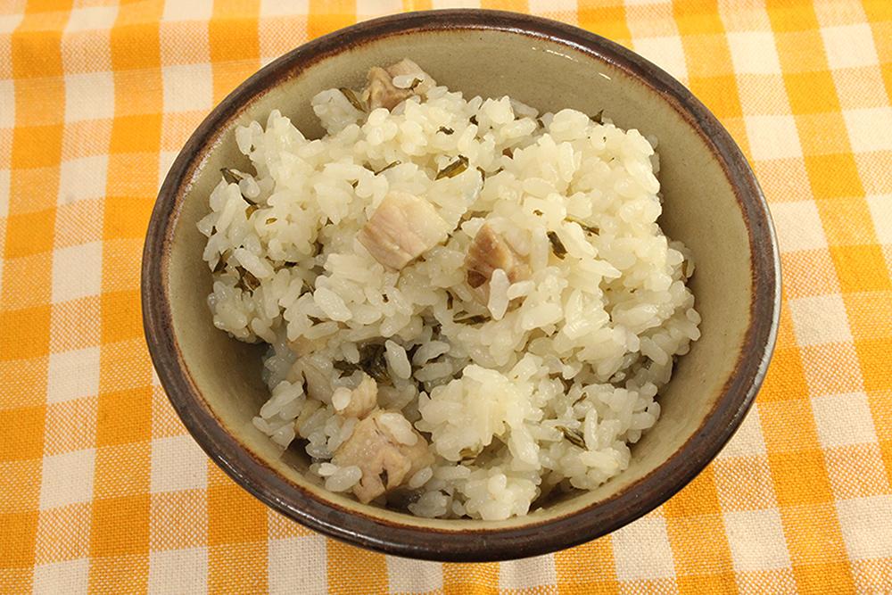 フーチバージューシー(ヨモギの炊き込みご飯)