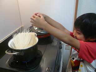 はいさーい!!沖縄調味料や~ 赤マルソウ ①年生です 。(。`・з´・)ゞ。o